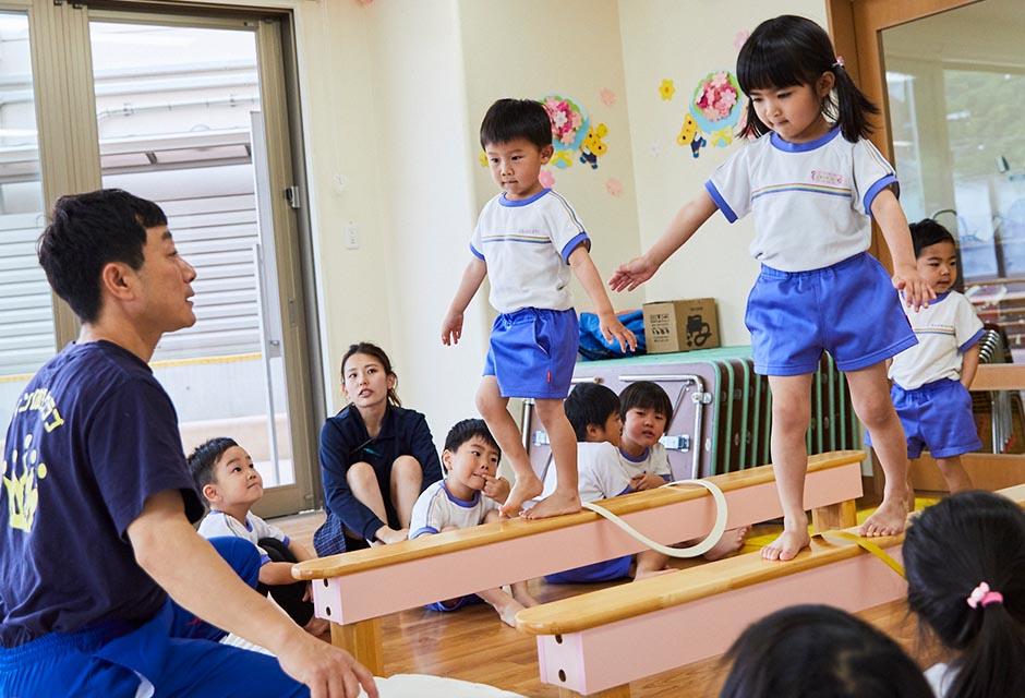 園児たちへの体操指導